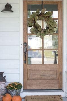 80 Budget Friendly Farmhouse Decor Ideas for 2019 - rustic farmhouse front door Farmhouse Front Porches, Farmhouse Decor, House With Porch, Front Porch Decorating, House Exterior, Rustic Farmhouse, Front Door, Entrance Decor, Rustic House