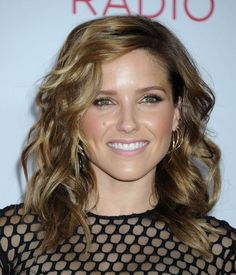 Gorgeous Sophia Bush with honey brown medium lenght beach waves at the 2014 iHeart Radio Music Festival. #sophiabush