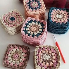 Autumn themed Granny Squares - Diy And Craft Could use some of my plum coloured yarnHow to Crochet Flower, Make a Granny Square and Join Them Knit Or Crochet, Crochet Motif, Crochet Designs, Crochet Crafts, Yarn Crafts, Crochet Flowers, Crochet Baby, Crochet Projects, Free Crochet