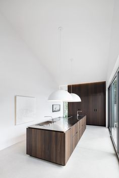 minimal kitchen Image 8 of 20 from gallery of Holy Cross House / Thomas Balaban Architect. Photograph by Adrien Williams Patio Interior, Interior Design Kitchen, Interior Decorating, Home Interior, Modern Interior, Küchen Design, Home Design, Plan Design, Design Ideas