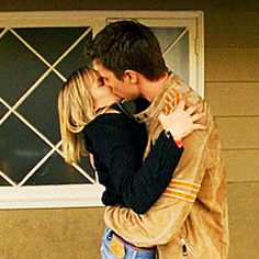 Logan and Veronica, I loved this show. and i loved Logan Veronica And Logan, Veronica Mars, Tv Couples, Couples In Love, Mars Tv Show, Logan Echolls, Crush City, Kristen Bell, Best Shows Ever