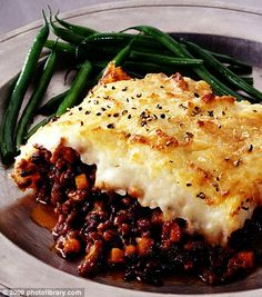 Shepherd's Pie and Haricot Verts Oven Dishes, Food Dishes, Yummy Food, Delicious Meals, Tasty, British Dishes, Tom Parker, Cottage Pie, Sunday Roast