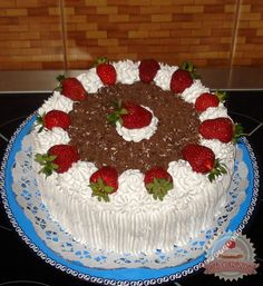 Mirinda szelet (üdítős) Baking, Holiday Decor, Cake, Christmas, Food, Creative Cakes, Cake Ideas, Strawberries, Pastries