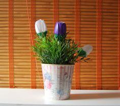Tulipanes hechos con cucharas de plástico