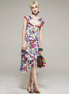 Sara is in Love with… fashion blog style CeliaB Spanish Bomb! SS17 Asian Natacha Duarte prints colourful ruffles mesh embroidery Fashion Prints, Boho Fashion, Summer Dresses 2017, Fancy Hats, Alternative Fashion, Casual, Spanish, Floral, Clothes