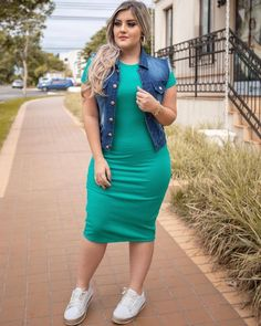 Fashion outfits, womens fashion, roupas plus size, sport chic, skirt and sn Curvy Girl Outfits, Curvy Girl Fashion, Fashion Mode, Plus Size Outfits, Plus Size Fashion, Womens Fashion, Modelos Fashion, Look Plus Size, Moda Chic