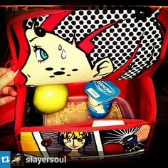Elena (@slayersoul) ya ha estrenado su nuevo Snailbag Comic. Snailbag everywhere you go! #Snailbag #lunchbag #tuppertime #tupper #healthy #moda #chic #MadeInSpain #ShopOnline http://www.snailbag.es/shop/anytime-collection/bolsa%20porta%20alimentos%20isotermica%20para%20tuppers/bolso-porta-alimentos-snailbag-comic/