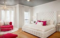 habitación con detalles de capitoné blanco y rosa