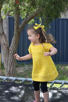 For sale on Ravelry: Elowen pattern by Rebecca Newman. Available in sizes 6 months to 12 years.Ravelry: Project Gallery for M Kids Knitting Patterns, Knitting For Kids, Easy Knitting, Girls Knitted Dress, Knit Baby Dress, Pull Bebe, Ravelry, Knit Or Crochet, Baby Sweaters