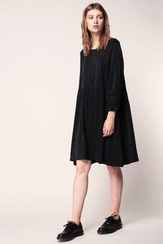 Robe noire à manches raglans poignets élastiqués Ipipiwood zoom