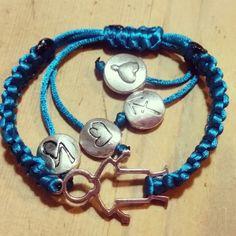Pulsera azul hilo macrame