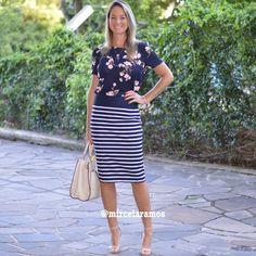 Look de trabalho - look do dia - look corporativo - moda no trabalho - work outfit - office outfit - spring outfit - look executiva - summer outfit - mix de estampas - mix and Match - navy - blues - listras - saia lápis - pencil skirt - saia listrada - blusa floral -