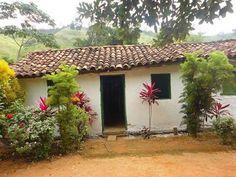 Simplicidade me agrada Fachada Colonial, Riverside House, House Landscape, World Photography, Spanish Style, Little Houses, Farm Life, Architecture Art, Small Farm