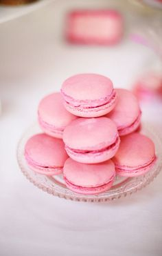 When I get married, or ever have another wedding/baby shower for anyone.Macaroon's are a must! I think they are the cutest thing ever. Pretty In Pink, Perfect Pink, Pink Macaroons, French Macaroons, Yummy Treats, Sweet Treats, Biscuits, My Bridal Shower, Cupcakes