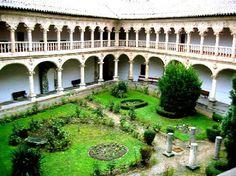 Convento de Dueñas, Claustro. Salamanca España.