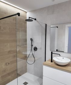 Bathroom Tile Designs, Bathroom Design Luxury, Bathroom Layout, Modern Bathroom Design, Bathroom Storage Solutions, Bathroom Organisation, Small Shower Room, Small Bathroom, Minimalist Bathroom