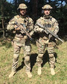 BORDERWAR Meet the team. CT02 and CT09 just before the game started. @borderwarmilsim  #tact #tactbelgium #airsoftshop #airsoftshopeurope #magnumboots  #airsoft #airsoftcommunity #airsoftphotography #airsoftinternational #airsoftworld #worldairsoft #milsim #skirm #reenactment #military #army #multicampattern #tactical #gear #gearwhore #operator #gunsdaily #gpairsoft #clawgear #warriorassaultsystems #borderwar #borderwar8  Check out our sponsors: @airsoftshopbe, www.airsoftshop.be…
