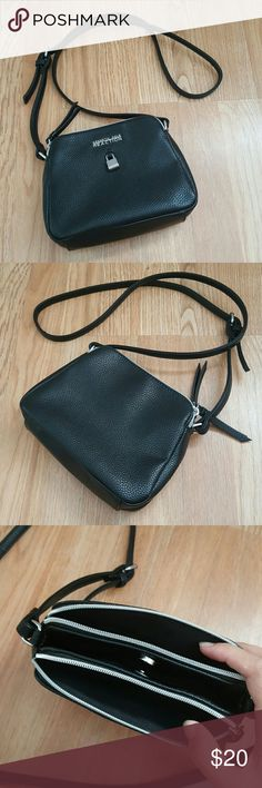 kenneth cole reaction crossbody bag hardly used. approximately 9 x 6 inches with an adjustable strap Kenneth Cole Reaction Bags Crossbody Bags