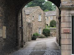 Archway in Askrigg, Main Street, North Yorkshire Yorkshire Dales, North Yorkshire, Northern England, Cumbria, Leeds, Main Street, Pathways, Day Trips, Cottages