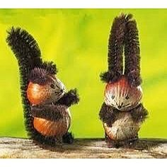 Hazelnut and squirrel squirrels Eichhörnchen aus Haselnuss … Autumn Crafts, Nature Crafts, Holiday Crafts, Christmas Crafts, Acorn Crafts, Pine Cone Crafts, Pipe Cleaner Art, Pipe Cleaners, Diy For Kids