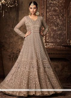Looking to buy Anarkali online? ✓ Buy the latest designer Anarkali suits at Lashkaraa, with a variety of long Anarkali suits, party wear & Anarkali dresses! Designer Anarkali Dresses, Designer Gowns, Designer Wear, Ethnic Outfits, Indian Outfits, Punjabi Suits Online Shopping, Latest Anarkali Suits, Long Anarkali, Indian Anarkali