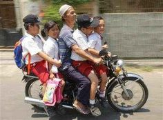 10 Hilarious Pictures Of People On Motorcycles - Page 4 of 5 - So Funny Epic Fails Pictures Epic Fail Pictures, Pictures Of People, Jhope, Taehyung, Kids Atv, Funny Motorcycle, Shampoo For Thinning Hair, Funny Pictures Can't Stop Laughing, Funny People