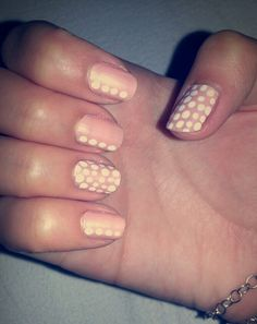 Pretty dotted nails!!! ♥♥