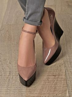Pretty Shoes, Beautiful Shoes, Trend Fashion, Fashion Shoes, Fashion Bloggers, Fall Fashion, Style Fashion, Hot Shoes, Wedge Shoes