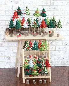 12 DIY Christmas Decorations with DIY Christmas Decorations with Nature: Santa Wreath - Diy Crafts You & Home Design Easy Christmas Ornaments, Pallet Christmas Tree, Christmas Crafts To Make, Handmade Christmas Decorations, Christmas Sewing, Homemade Christmas, Christmas Projects, Simple Christmas, Homemade Decorations