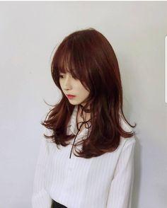 [BY PSC STYLE BOOK] 안녕하세요 psc style book 입니다 오늘은 2018 여자 머리 스타일 긴머리 레이어... Medium Asian Hair, Perm, Gradient Color, Hair Trends, Easy Hairstyles, Her Hair, Hair Makeup, Hair Cuts, Hair Color