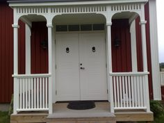 Victorian Porch, Front Porch Design, Small Porches, Home Porch, Red Barns, Wooden House, Home Additions, Outdoor Wall Lighting, Home Reno