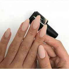 There are three kinds of fake nails which all come from the family of plastics. Acrylic nails are a liquid and powder mix. They are mixed in front of you and then they are brushed onto your nails and shaped. These nails are air dried. Nude Nails, Matte Nails, Coffin Nails, Matte Almond Nails, Beige Nails, Acrylic Nails Almond Classy, Diy Nails, Almomd Nails, Fall Almond Nails