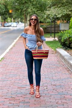 Off the shoulder blue gingham ruffled top, Mexican rainbow straw bag - Denim dungaree dress - Kaffee Stylish Summer Outfits, Cute Casual Outfits, Spring Outfits, Curvy Fashion, Fashion Looks, Style Fashion, Denim Dungaree Dress, Casual Chic Style, Casual Looks