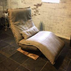 Relax-Sessel Indi von DN Chill Line mit Batterie, in Leder. Door Fittings, Door Accessories, Folding Doors, Leather Furniture, Glass Door, Floor Chair, Love Seat, Interior Decorating, Design