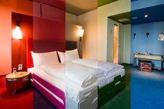 bedroom different color hotel-hostel