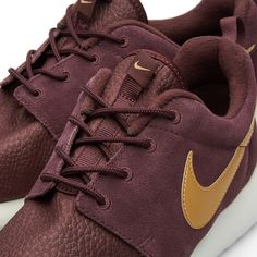 The Nike Roshe One is designed with leather and suede uppers, intended to be versatile for both running-inspired comfort with everyday style. The full-length IU midsole for lightweight cushioning is constructed with a solarsoft sockliner for premium comfort, sat upon an IU outsole with waffle pattern for traction and durability.  Leather and Suede Uppers Full Length IU Midsole Original Decals Solarsoft Sockliner IU Waffle Pattern Outsole Style Code: 685280-270