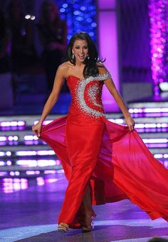 "Miss America 2012 during the talent competition; she sings, ""Il Bacio"""