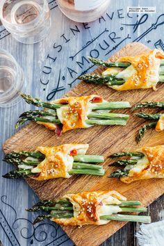 Hojaldres de espárragos y jamón. Receta fácil para el picoteo con fotografías de cómo hacerla y recomendaciones de cómo servirla. Recetas con verduras para e...