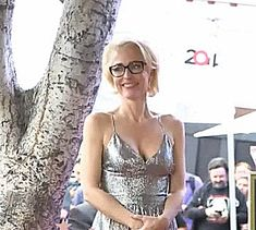 (6)  Tumblr Gillian Anderson, Camisole Top, Tank Tops, Beautiful, Dresses, Women, Fashion, Gowns, Moda