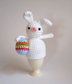 idée de brico de Pâques -lapin tricoté blanc