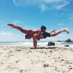 The Most Insane Couples Yoga Poses You've Ever Seen. Love my husband but I wish I wish he would do yoga with me! Two People Yoga Poses, Couples Yoga Poses, Acro Yoga Poses, Partner Yoga Poses, Fit Couples, Yoga Bewegungen, Yoga Moves, Yoga Meditation, Yoga Flow