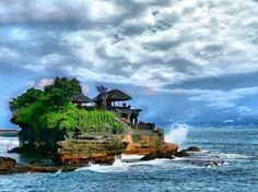 13 striking places you must see, Tanah Lot – Bali, Indonesia