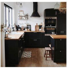 Warm Kitchen, Boho Kitchen, New Kitchen, Kitchen Ideas, Kitchen Colors, Black Kitchen Cabinets, Black Kitchens, Kitchen Black, Black Kitchen Furniture