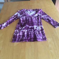 Daisy Fuentes tye dye shirt V neck, purple & white tye dye shirt Daisy Fuentes Tops Tees - Long Sleeve