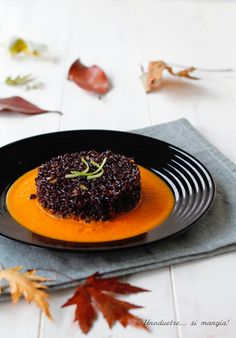 riso venere Black Food, Risotto Recipes, Slow Food, Food Humor, Food Design, Food Inspiration, Italian Recipes, Food Porn, Food And Drink