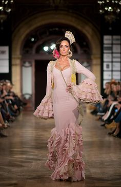 Aurora Gavino We Love Flamenco 2016 Spanish Dress, Spanish Style, Chicano Love, Spanish Fashion, Mexican Dresses, Costume Design, Casual Wear, Fashion Dresses, Maxi Dresses