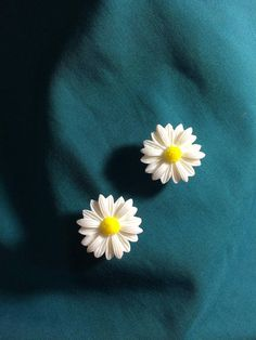 Cute Dainty White DAISY Daisies Flowers Clog Croc Shoe Charms Jibbitz sold on Esty Shop GardenLadybugWishes