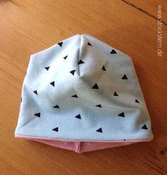 Schöne Babymütze nähen für Babys von 0-3 Monaten - kostenloses Schnittmuster, Wendemütze aus Stoffresten als tolles Geschenk zur Geburt.