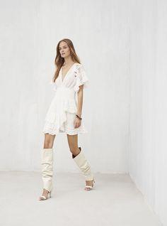 Iro Spring 2019 Ready-to-Wear Fashion Show Collection: See the complete Iro Spring 2019 Ready-to-Wear collection. Look 26 Vogue, Edgy Chic, Fashion Show Collection, Chic Outfits, Paris Fashion, Everyday Fashion, Catwalk, Fashion Online, Ready To Wear