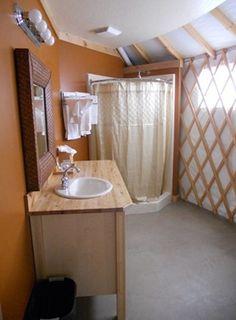 Douche d'angle / vasque et plan de travail peuvent aussi être placé sur l'arrondi de la yourte